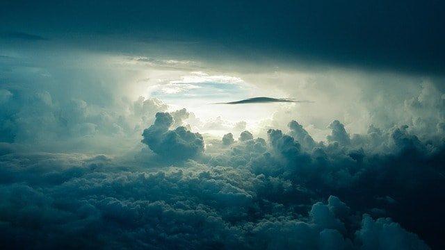 Lo strano rapporto dell'uomo con le nuvole