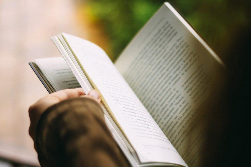 libro; lettura;